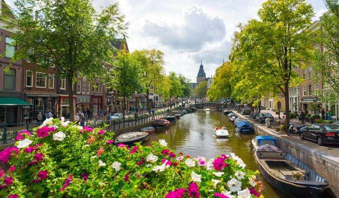 Travel Cheap in Amsterdam